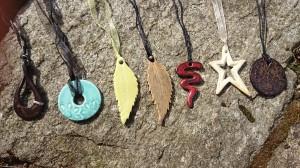 Halsband i keramik